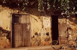 Craig_meachum_cuban_doors_and_bicyc